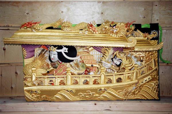 上幕(左):軍船に乗った神功皇后(ジングウコウゴウ)