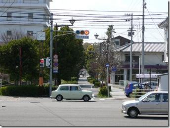 大通りを渡って裏通りへ。