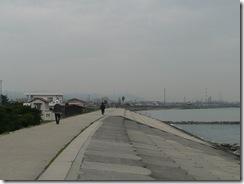 防波堤を歩く